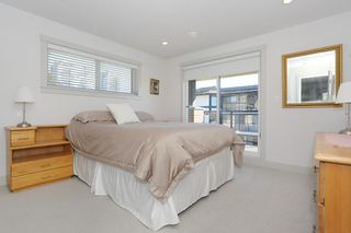 """Photo 12: 7 1338 FOSTER Street: White Rock Townhouse for sale in """"EARLS COURT"""" (South Surrey White Rock)  : MLS®# R2051150"""