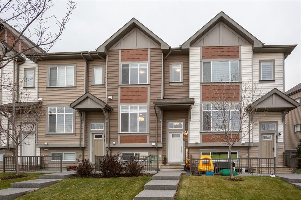 Main Photo: 628 Copperpond Boulevard SE in Calgary: Copperfield Row/Townhouse for sale : MLS®# A1067313