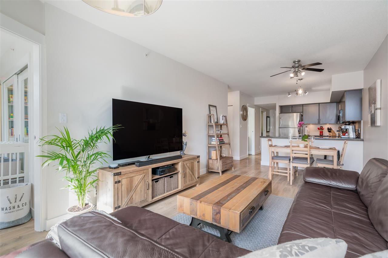 """Main Photo: 412 2520 MANITOBA Street in Vancouver: Mount Pleasant VW Condo for sale in """"THE VUE"""" (Vancouver West)  : MLS®# R2561993"""