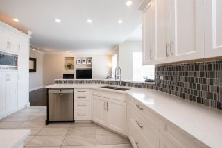 """Photo 4: 12 1705 PARKWAY Boulevard in Coquitlam: Westwood Plateau House for sale in """"TANGO"""" : MLS®# R2561480"""