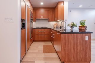 """Photo 3: TH26 348 JERVIS Mews in Vancouver: Coal Harbour Townhouse for sale in """"CALLISTO OF COAL HARBOUR"""" (Vancouver West)  : MLS®# R2440570"""