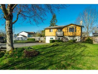 Photo 2: 6081 171A Street in Surrey: Cloverdale BC House for sale (Cloverdale)  : MLS®# R2353242