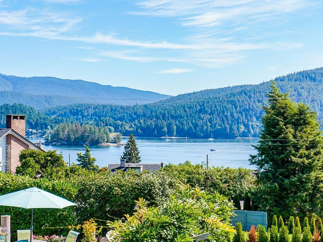 Main Photo: 612 BAYCREST Drive in North Vancouver: Dollarton House for sale : MLS®# R2616316