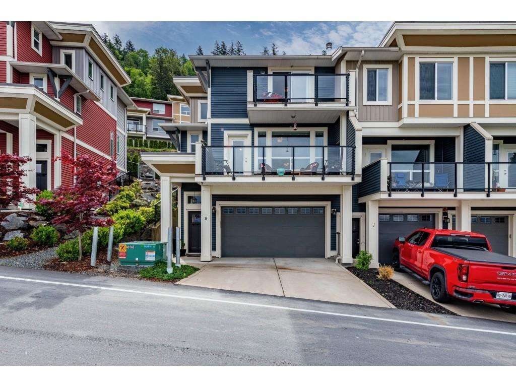 """Main Photo: 8 6026 LINDEMAN Street in Chilliwack: Promontory Townhouse for sale in """"HillCrest Lane"""" (Sardis)  : MLS®# R2582030"""