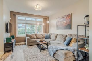 Photo 3: 502 18 Avenue NW in Calgary: Mount Pleasant Semi Detached for sale : MLS®# A1151227