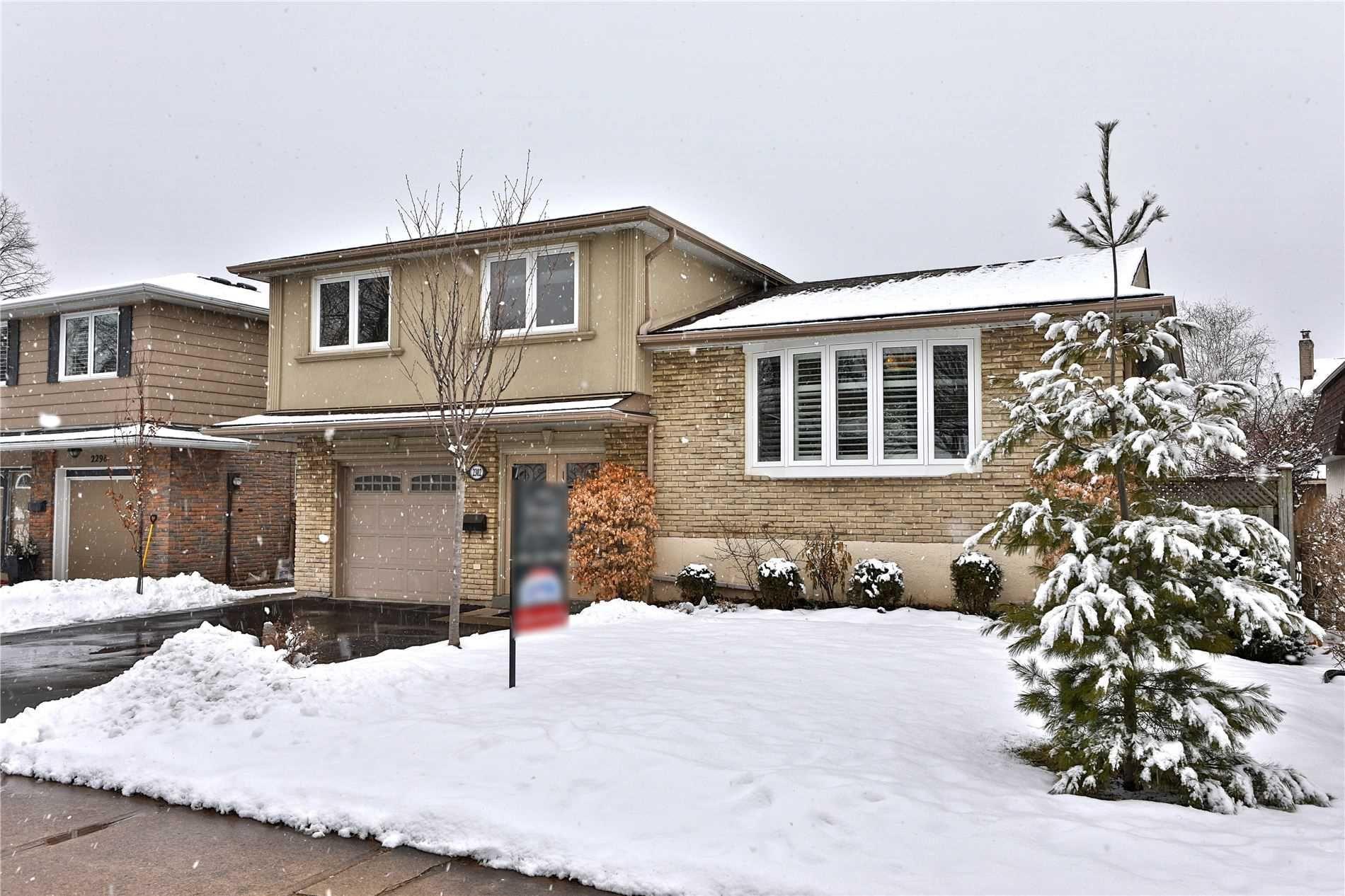 Main Photo: 2302 Wyandotte Drive in Oakville: Bronte West House (Sidesplit 3) for sale : MLS®# W4695457