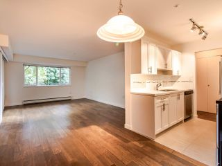 """Photo 12: 208 357 E 2ND Street in North Vancouver: Lower Lonsdale Condo for sale in """"Hendricks"""" : MLS®# R2470726"""