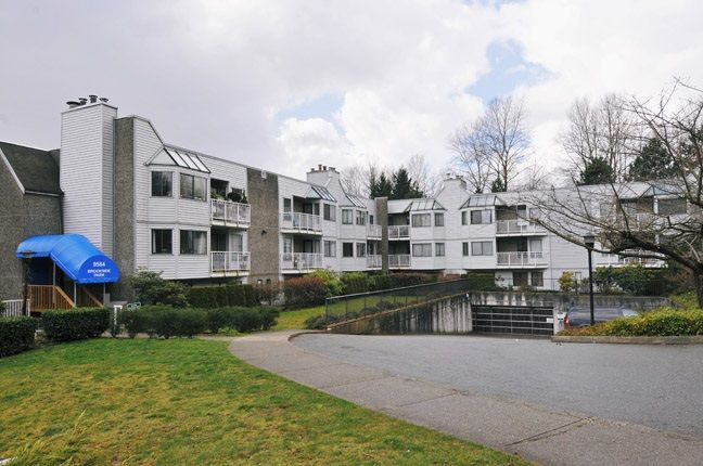 "Main Photo: 203 9584 MANCHESTER Drive in Burnaby: Cariboo Condo for sale in ""BROOKSIDE PARK"" (Burnaby North)  : MLS®# R2118697"
