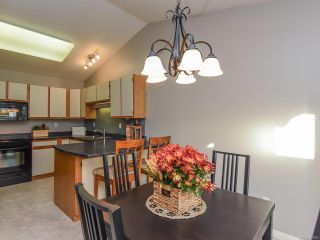 Photo 3: 3 2030 Robb Ave in COMOX: CV Comox (Town of) Row/Townhouse for sale (Comox Valley)  : MLS®# 831085