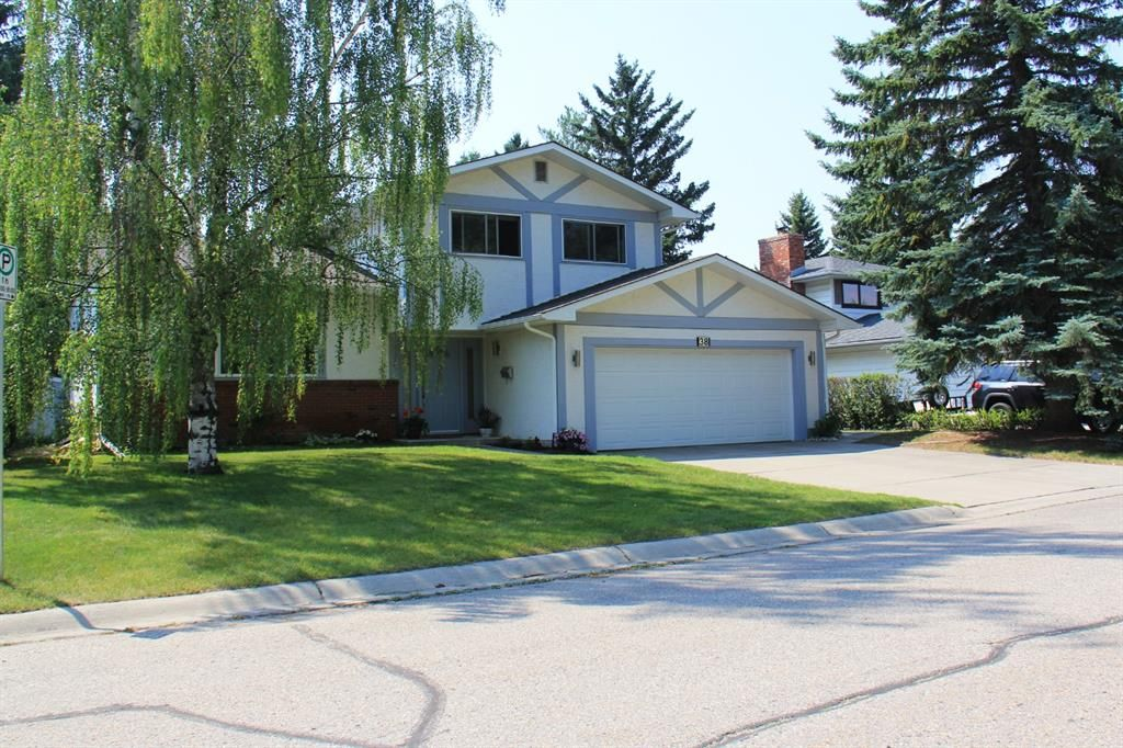 Main Photo: 38 Varsville Place NW in Calgary: Varsity Detached for sale : MLS®# A1132040