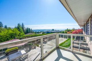 Photo 2: 1720 ROSEBERY Avenue in West Vancouver: Queens House for sale : MLS®# R2570405