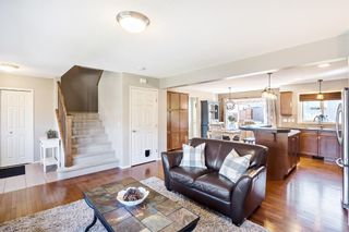 Photo 5: 744 PRESTWICK Circle SE in Calgary: McKenzie Towne Detached for sale : MLS®# A1024986