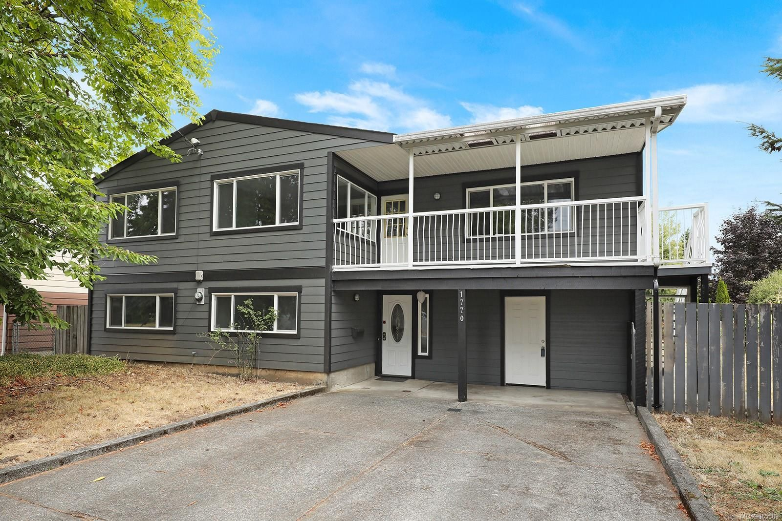 Main Photo: 1770 Urquhart Ave in : CV Courtenay City House for sale (Comox Valley)  : MLS®# 885589