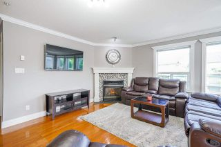 Photo 3: 405 33718 KING Road: Condo for sale in Abbotsford: MLS®# R2592983