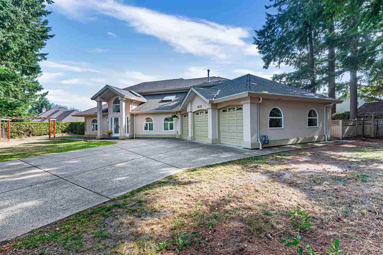 Main Photo: 20428 32 Avenue in Langley: Brookswood Langley House for sale : MLS®# R2499289