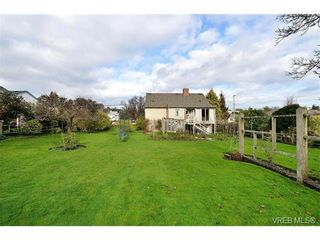 Photo 18: 1109 Lyall St in VICTORIA: Es Saxe Point House for sale (Esquimalt)  : MLS®# 747049