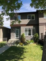 Main Photo: 422 24 Avenue NE in Calgary: Winston Heights/Mountview Semi Detached for sale : MLS®# A1145881