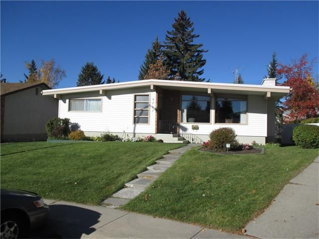 Main Photo: 5707 LAWSON Place SW in Calgary: Lakeview House for sale : MLS®# C4034051