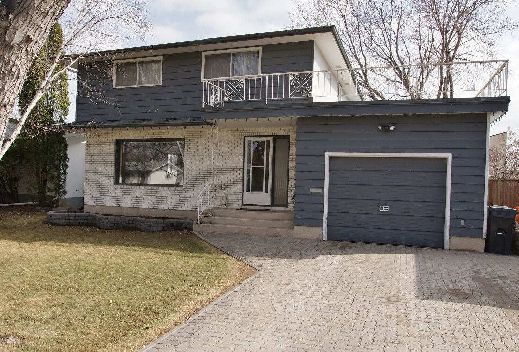 Main Photo: 15 Pontiac Bay in Winnipeg: Residential for sale : MLS®# 1204649