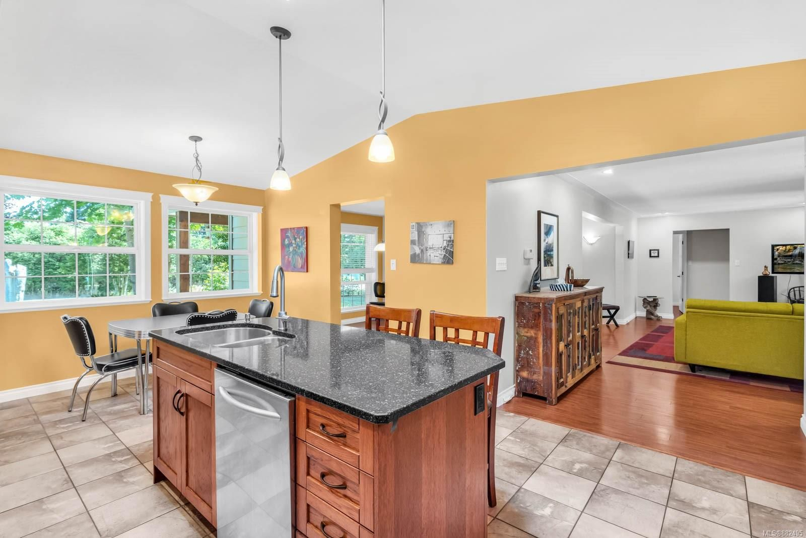 Photo 14: Photos: 375 Butchers Rd in : CV Comox (Town of) House for sale (Comox Valley)  : MLS®# 882495