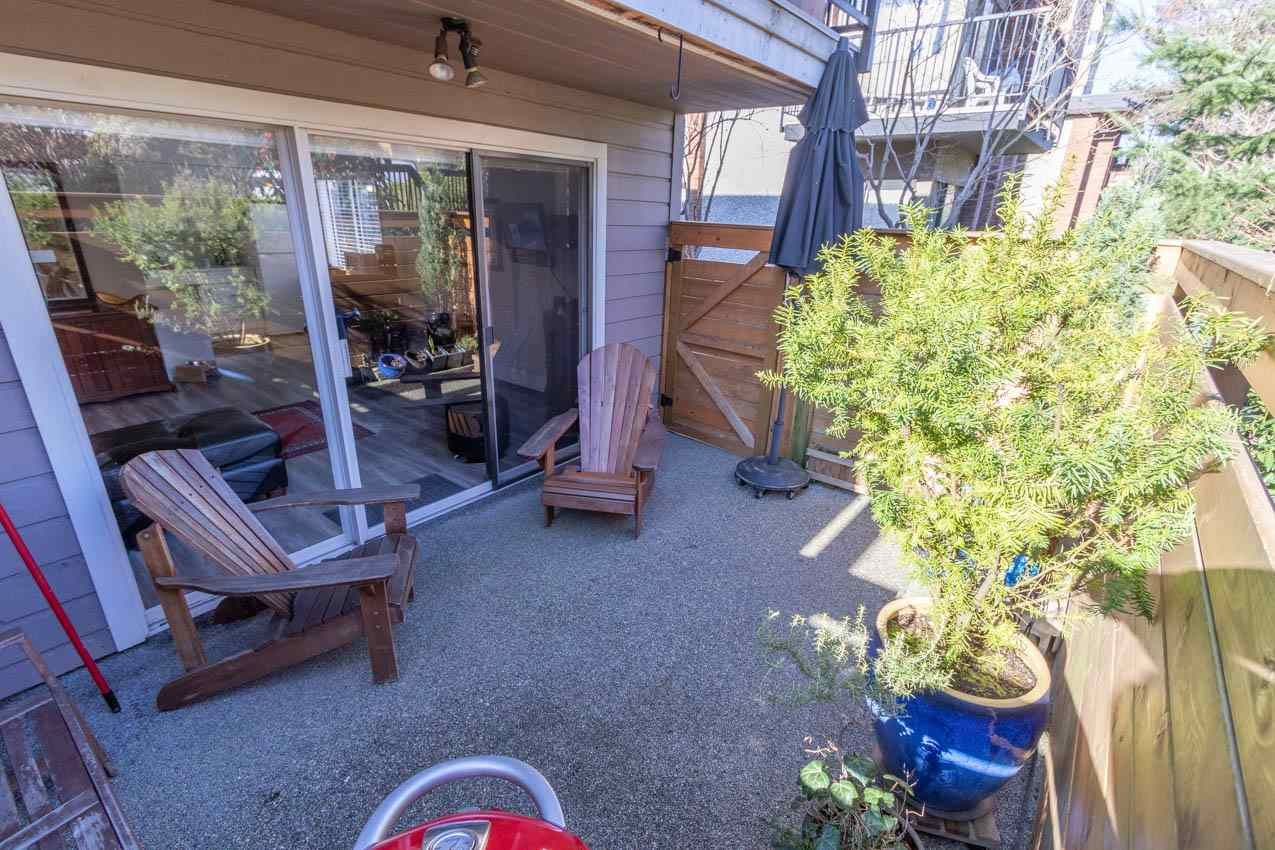 Main Photo: 2 137 E 5TH Street in North Vancouver: Lower Lonsdale Condo for sale : MLS®# R2445542
