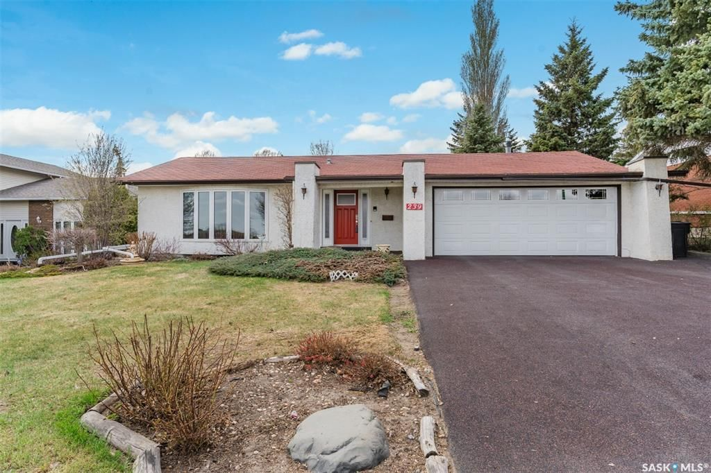 Main Photo: 239 Whiteswan Drive in Saskatoon: Lawson Heights Residential for sale : MLS®# SK852555