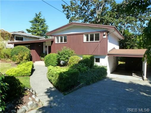 Photo 1: Photos: 3815 Campus Crescent in VICTORIA: SE Mt Tolmie Residential for sale (Saanich East)  : MLS®# 336697