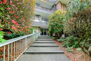 "Photo 3: 203 1330 MARTIN Street: White Rock Condo for sale in ""The Coach House"" (South Surrey White Rock)  : MLS®# R2382473"