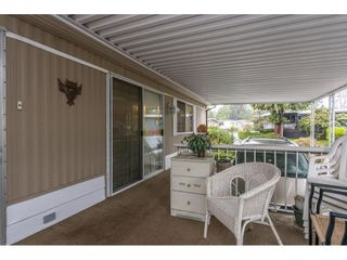 """Photo 5: 280 1840 160 Street in Surrey: King George Corridor Manufactured Home for sale in """"BREAKAWAY BAYS"""" (South Surrey White Rock)  : MLS®# R2517093"""
