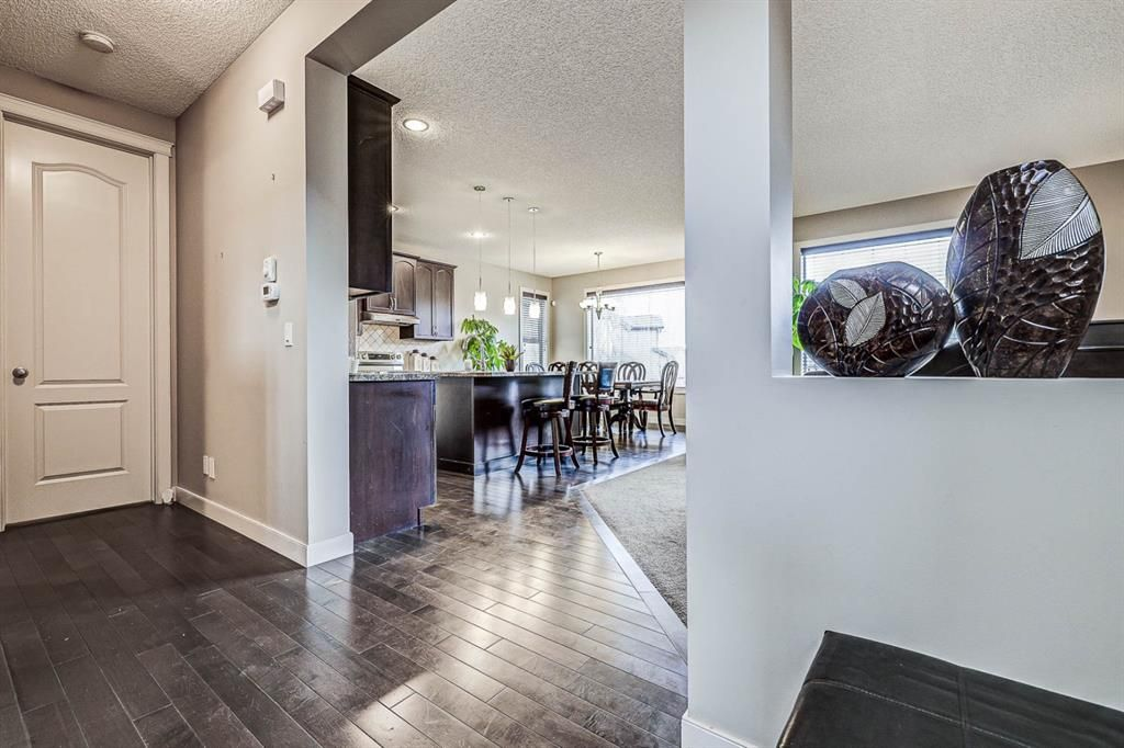 Photo 4: Photos: 200 EVERBROOK Drive SW in Calgary: Evergreen Detached for sale : MLS®# A1102109