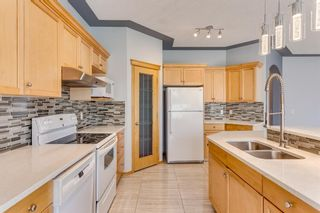 Photo 11: 132 Cresthaven Place SW in Calgary: Crestmont Detached for sale : MLS®# A1121487