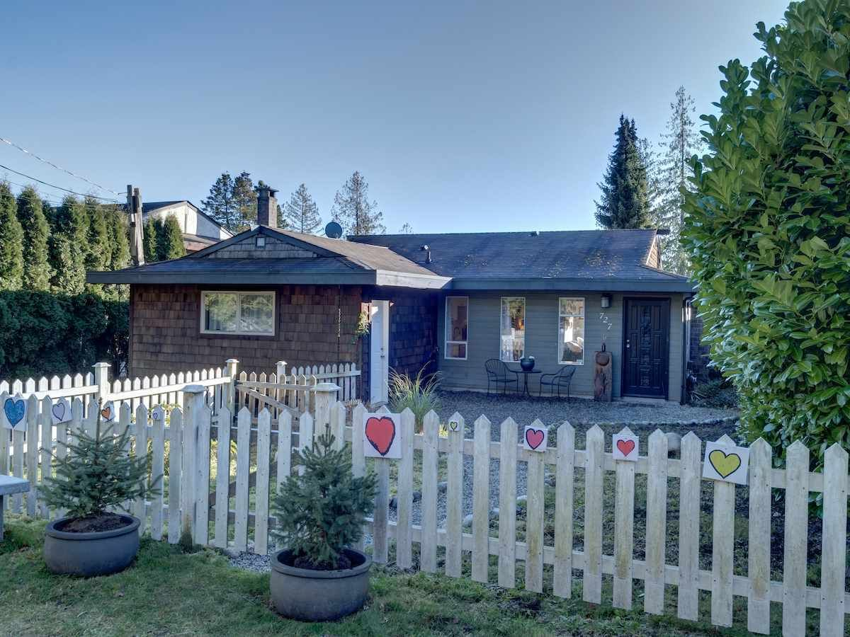 Main Photo: 727 TRICKLEBROOK Way in Gibsons: Gibsons & Area House for sale (Sunshine Coast)  : MLS®# R2531568