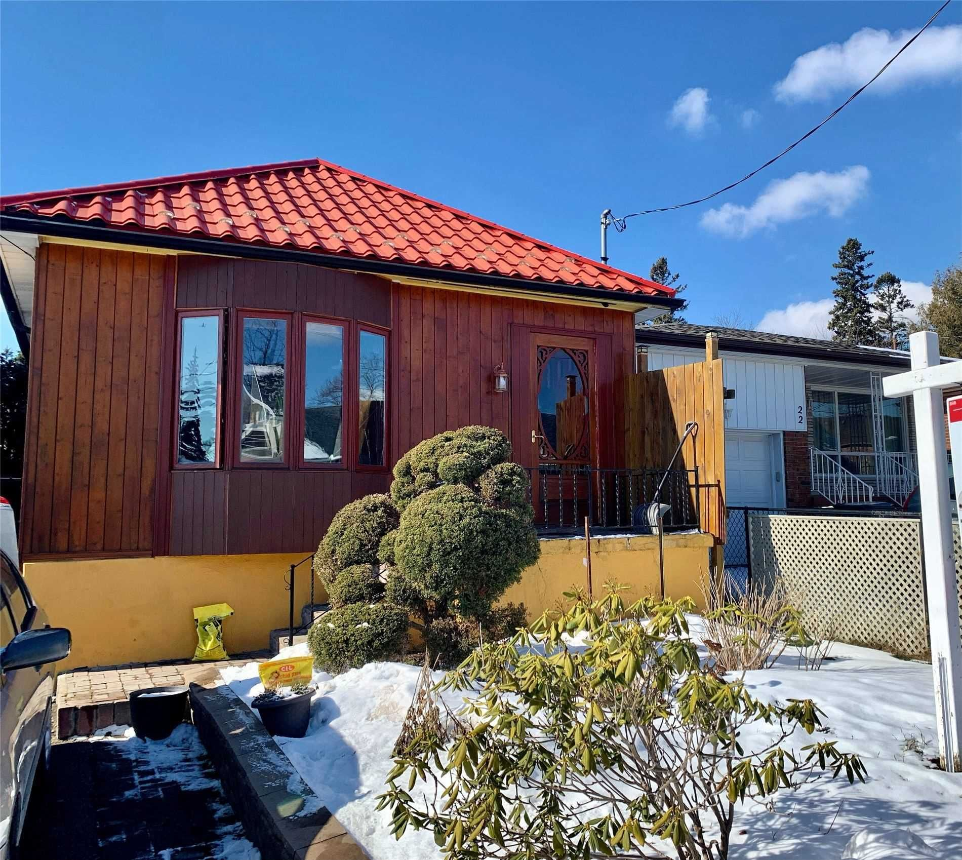 Main Photo: 20 Sandown Avenue in Toronto: Birchcliffe-Cliffside House (Bungalow) for sale (Toronto E06)  : MLS®# E5113987