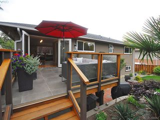 Photo 2: 1011 Gosper Cres in VICTORIA: Es Kinsmen Park House for sale (Esquimalt)  : MLS®# 584592