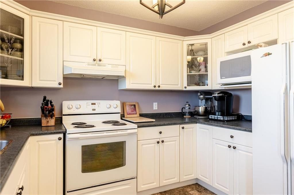 Photo 5: Photos: 20 PENROSE Crescent in Steinbach: R16 Residential for sale : MLS®# 202107867