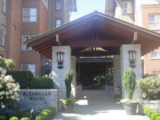 """Photo 2: 2402 4625 VALLEY Drive in Vancouver: Quilchena Condo for sale in """"ALEXANDRA HOUSE"""" (Vancouver West)  : MLS®# R2605125"""