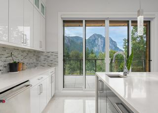 """Photo 8: 2237 WINDSAIL Place in Squamish: Plateau House for sale in """"Crumpit Woods"""" : MLS®# R2621159"""