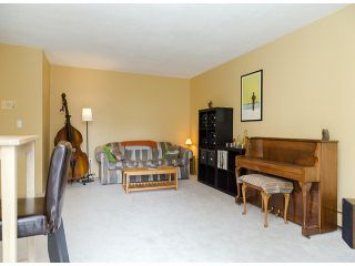 """Photo 3: 204 1544 FIR Street: White Rock Condo for sale in """"JUNIPER ARMS"""" (South Surrey White Rock)  : MLS®# F1412897"""