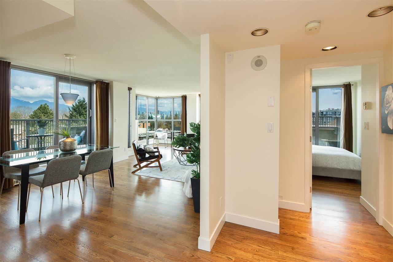 "Photo 4: Photos: 702 2483 YEW Street in Vancouver: Kitsilano Condo for sale in ""NEW POINTE TERRACE"" (Vancouver West)  : MLS®# R2264721"