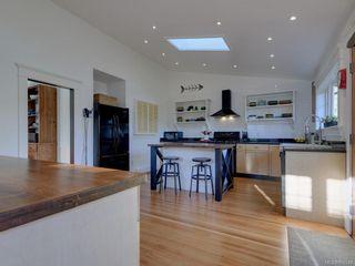 Photo 11: 625 Harbinger Ave in Victoria: Vi Fairfield West Full Duplex for sale : MLS®# 860340