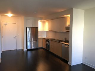 """Photo 2: 311 750 W 12TH Avenue in Vancouver: Fairview VW Condo for sale in """"TAPESTRY"""" (Vancouver West)  : MLS®# R2201307"""