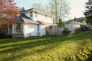 Photo 2: 347 BURNS Road in Gibsons: Gibsons & Area House for sale (Sunshine Coast)  : MLS®# R2570419