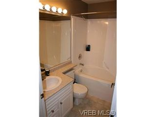 Photo 7: 26 300 Six Mile Rd in VICTORIA: VR Six Mile Row/Townhouse for sale (View Royal)  : MLS®# 560855