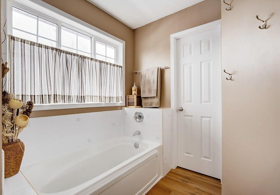Photo 17: Photos: 32 INVERNESS Boulevard SE in Calgary: McKenzie Towne House for sale : MLS®# C4175544