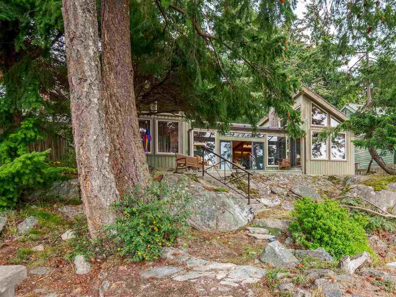Main Photo: 9185 HYDAWAY Road in Sechelt: Halfmn Bay Secret Cv Redroofs House for sale (Sunshine Coast)  : MLS®# R2504559