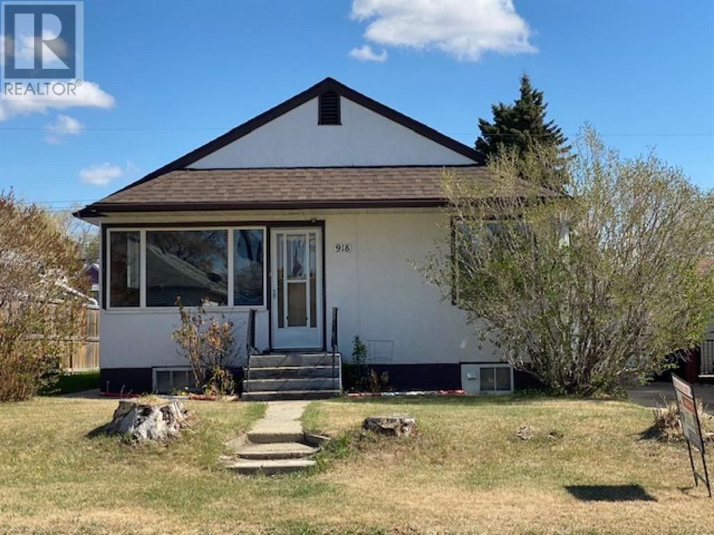 Main Photo: 918 8 Avenue in Wainwright: House for sale : MLS®# A1137032