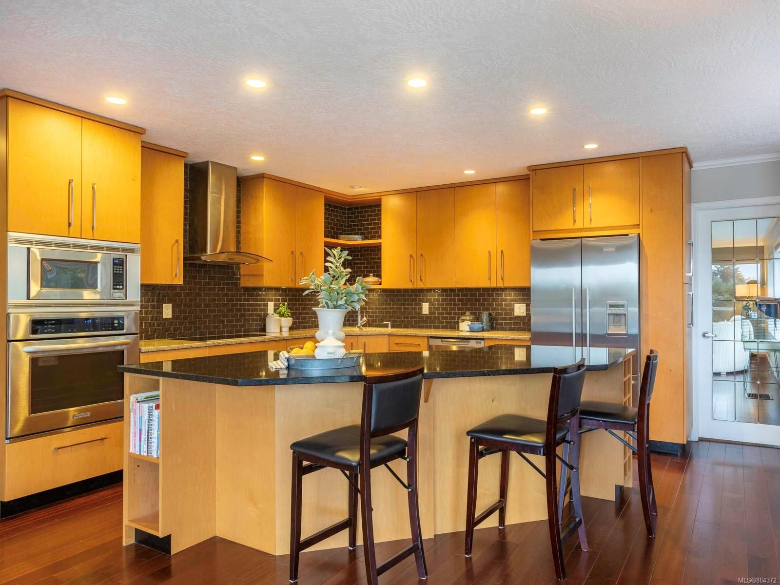 Main Photo: 8590 Sentinel Pl in : NS Dean Park House for sale (North Saanich)  : MLS®# 864372