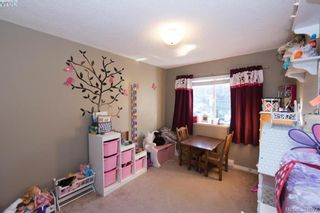 Photo 5: 605 Hammond Crt in VICTORIA: Co Triangle House for sale (Colwood)  : MLS®# 775728