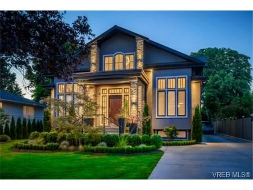 Main Photo: 2162 Neil St in VICTORIA: OB Henderson House for sale (Oak Bay)  : MLS®# 706872
