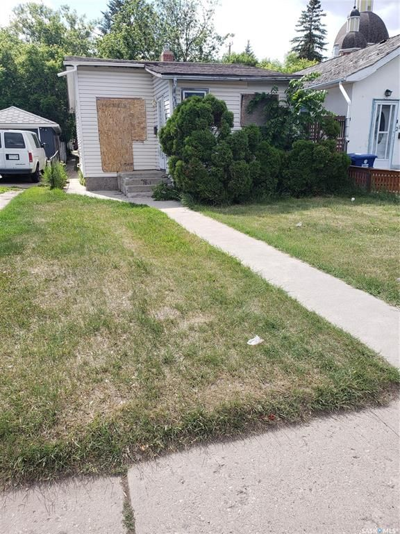 Main Photo: 221 L Avenue South in Saskatoon: Riversdale Residential for sale : MLS®# SK860754
